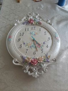 Polyester Boyama Saat @nilay cuci Shabby Chic Clock, Vintage Shabby Chic, Upcycled Vintage, Shabby Chic Decor, Clock Painting, Sculpture Painting, Altered Boxes, Altered Art, Shabby Chic Farmhouse