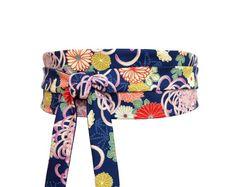 Polina Couture - Ceinture Obi Bleu foncé, réversible, une face avec un  motif floral dd9b7104c30