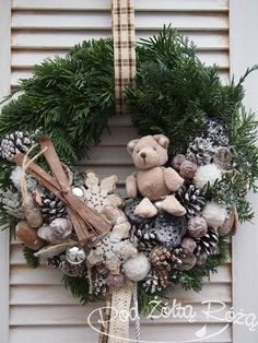50 Simple Yet Pretty DIY Christmas Wreath Ideas For The Coming Holiday - Page 25 of 50 - Chic Hostess Noel Christmas, Winter Christmas, Christmas Crafts, Christmas Ornaments, Christmas Candles, 242, Xmas Wreaths, Deco Floral, Diy Wreath