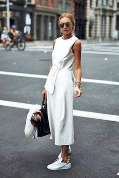 Casual - Meia estação / verão - Macacão branco recortes pantacourt + tênis branco