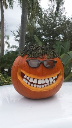 Anyone use fake teeth in their carvings . Here's one I did 2 years ago. Scary Halloween Decorations, Spooky Halloween, Halloween Pumpkins, Halloween Crafts, Happy Halloween, Halloween Quotes, Pumpkin Decorating Contest, Pumpkin Contest, Pumpkin Art