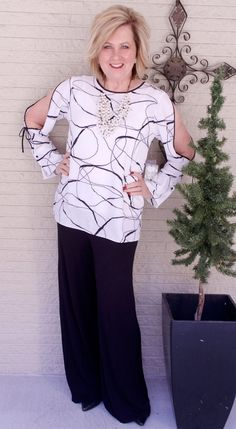 WEARING CLASSIC BLACK AND WHITE - 50 IS NOT OLD Black Palazzo Pants, 50 Is Not Old, Black And White Style, White Outfits, White Fashion, Wearing Black, Everyday Fashion, Dress To Impress, What To Wear