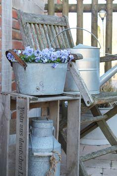 Shabby Chic in blue – Anja Schumacher – - Vorgarten ideen Garden Shed Diy, Garden Boxes, Diy Garden Decor, Garden Art, Garden Design, Garden Decorations, Blue Shabby Chic, Shabby Chic Decor, Vintage Decor