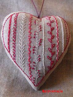Coeur brodé C