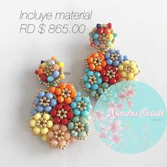 La imagen puede contener: 1 persona, texto Diy Earrings Designs, Beaded Earrings Patterns, Seed Bead Earrings, Jewelry Patterns, Beading Patterns, Bead Embroidery Jewelry, Beaded Embroidery, Beaded Jewelry, Knitted Necklace
