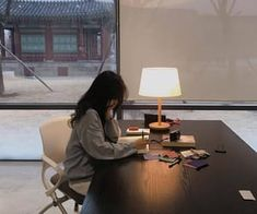 girl and korean image School Motivation, Study Motivation, Korean Aesthetic, Aesthetic Girl, Studying Girl, Study Pictures, Foto Casual, Living In Europe, Study Space