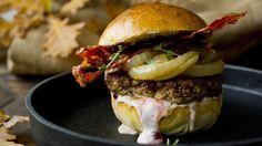 PRØVD - Elgburger med bacon og tyttebærdressing