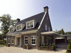 Klassisches Wohnhaus mit Country-Flair (von Sabine Neumann)