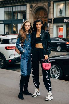 NEW MODEL LOOK Street style outfit ootd fashion style models style beautiful girls Ootd Fashion, Paris Fashion, Fashion News, Fashion Models, Fashion Outfits, Fashion Photo, Look Street Style, Model Street Style, Spring Street Style
