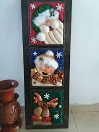 Christmas 2019 : Felt Christmas decorations on wooden frames Christmas Arts And Crafts, Felt Christmas Decorations, Christmas Ornaments To Make, Noel Christmas, Christmas 2019, Handmade Christmas, Felt Ornaments, Mug Rug Patterns, Elegant Christmas