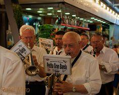 Banda de músics dins el mercat Rafel Miro  https://www.flickr.com/photos/rafelmiro/