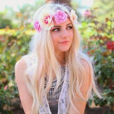 ❤hautebrilliance, Aspyn Ovard coachella hair. #flowercrown