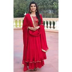 Nimrat Kahlon is a Chandigarh based designer who is breaking the regional boundaries and expanding her brand to National Level. Party Wear Indian Dresses, Designer Party Wear Dresses, Kurti Designs Party Wear, Dress Indian Style, Pakistani Dresses, Pakistani Bridal, Bridal Lehenga, Indian Bridal, Party Dress