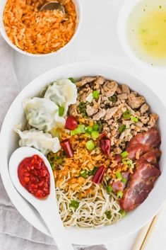 Kolo Mee is a Sarawak Malaysian dish of dry noodles tossed in a savory pork and shallot mixture, topped off with fragrant fried onions. Noddle Recipes, Fried Onions, Bbq Pork, Food Staples, Fish Sauce, Noodles, Lunch, Stuffed Peppers, Drinking