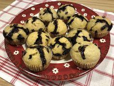 Banános muffin csokicseppekkel, pillanatok alatt. Érett, maradék banán felhasználása volt a cél, sikerült gyorsan, egyszerűen finom süteményt az asztalra