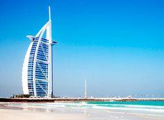 Burj al arab Este hotel de lujo, ubicado en una isla en un edificio en forma de embarcación