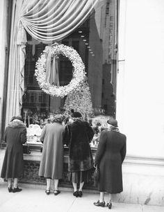 #vintage #Christmas #holidayshopping #black #white