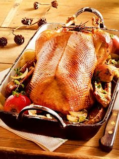 Christmas goose with apple red wine sauce - Rezepte - Sauce recipes Krups Prep&cook, Applesauce Muffins, Good Food, Yummy Food, Wine Sauce, Dried Beans, Healthy Recipes For Weight Loss, Italian Dishes, Turkey Recipes
