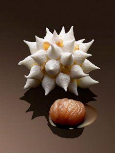 Baba au rhum enrobé de chantilly vanille, de meringue et de bavaroise aux marrons de l'Ardèche. Christophe Michalak Plaza Athénée Paris