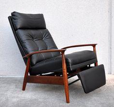 Best Mid Century Modern Recliner Modern Recliner - Elites Home Decor Leather Reclining Sofa, Leather Recliner Chair, Sofa Chair, Leather Sofa, Chaise Couch, Recliner Armchair, Leather Lounge, Couches, Sectional Sofa