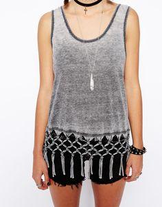 Imagen 3 de Camiseta de tirantes con diseño de macramé con flecos de ASOS