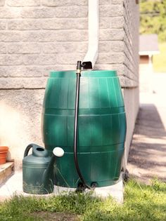 A rain barrel is a system that collects and stores rainwater from the roof, then dispenses it via spigot or hose. Collecting rain is relatively simple and cheap, and it also sends a strong message about the importance of water conservation. Rain Barrel System, Barrel Projects, Diy Projects, Outdoor Projects, Outdoor Ideas, Water From Air, Water Barrel, Water Scarcity, Rainwater Harvesting