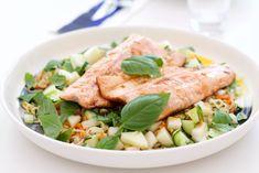 Perfect salmon with noodle salad. Lohi-nuudeliherkku
