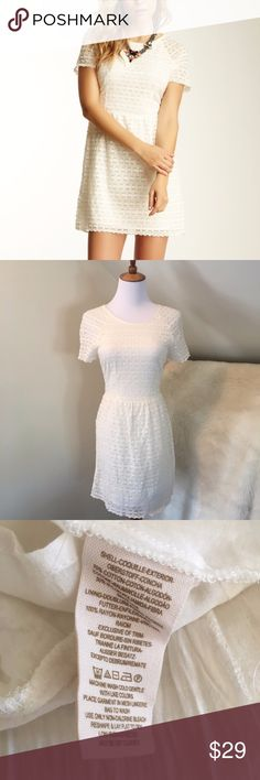 "Free People White Ivory Candy Lace Dress This Free People dress is in excellent condition and a perfect choice for engagement pictures or a graduation party. This fit and flare dress is fully lined. It zips up in the back. There is no sign of wear on the dress. The size tag has been cut off but based on measurements this would be a size 0 or 2. The bust is 15.5"" across and length is about 32"" Let me know if you have any questions. Free People Dresses Mini"