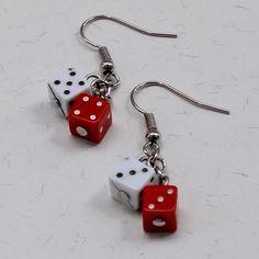 Brincos Dadinho Branco e Vermelho - Little White and Red Dice Earrings | Beat Bijou | Elo7