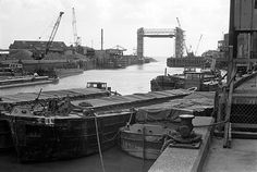 Kingston Upon Hull, Old Lorries, Military Photos, Aircraft Carrier, Buses, Yorkshire, Cottages, Landscapes, Industrial