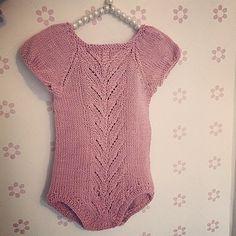 Ett bilde til av flotte #tirildrakten  Flott oppskrift av @strikkezilla! Oppskriften er snart ferdig, å da blir det definitivt noen sommerversjoner av den på pinnen i en str større! Lydia vokser jo så fort :) Hva slags garn er å anbefale på sommeren?:-) #tirildrakt #strikk #strikkespam #strikkemamma #babystrikk #jentestrikk #babyknit #body #strikkabody #knit #knitted #knitinspo123 #knittingmom #knitforgirls #knittersofinstagram