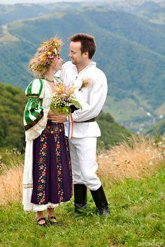 2 people 1 Life: Wedding 55 – Romanian Wedding in the heart of Transylvania Wedding Bells, Boho Wedding, Dream Wedding, Traditional Wedding, Traditional Dresses, Romania People, Romanian Wedding, Ethnic Outfits, Ethnic Clothes