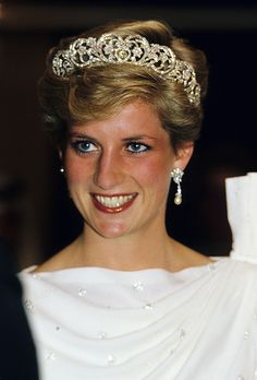 BAHRAIN - NOVEMBER: Diana, Princess of Wales looks radiant in a tiara during a visit to Bahrain in November 1986. (Photo by Anwar Hussein/WireImage)