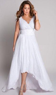 Une jolie robe de mariée pour femme ronde, disponible jusqu'en taille 60 pour 434€ #mariage #ronde #grandetaille