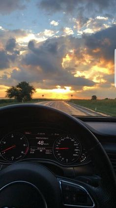 Applis Photo, Fake Photo, Photography Poses, Nature Photography, Foto Cowgirl, Driving Pictures, Bmw Girl, Girls Driving, Cool Instagram
