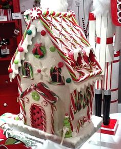 Sweet Christmas Inspiration Served by Jaw Dropping DIY Gingerbread Houses homesthetics Gingerbread House Designs, Gingerbread House Parties, Gingerbread Village, Christmas Gingerbread House, Gingerbread Men, Christmas Houses, Ginger Bread House Diy, Ginger House, Christmas Candy Cane Decorations