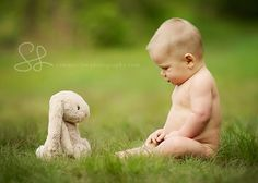 Baby with favorite stuffed animal Children Photography Poses, Toddler Photography, Newborn Photography, Newborn Pictures, Baby Pictures, Boy Photos, Family Pictures, Spring Photography, Photography Ideas