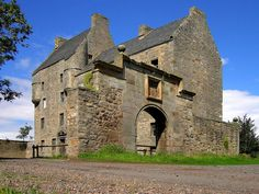 Midhope Castle or Lallybroch Edinburgh, Scotland. Outlander filming site for Lallybroch. Outlander Filming Locations, Outlander Tour, Outlander Series, Scotland Castles, Scottish Castles, Inverness, Jamie Fraser, England And Scotland, Beautiful Castles