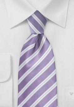 Corbata para el trabajo de color violeta y blanco y rayas. La tela de esta corbata es de un tejido de seda que posteriormente ha sido procesado manualmente. Gracias a la entretela de material elástico, la corbata siempre vuelve perfectamente a su forma lisa y natural, incluso después de usarla durante mucho tiempo. http://www.corbata.org/corbata-violeta-blanco-rayas-p-14396.html