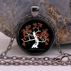 The North Remembers Glass Necklace //Price: $9.97 & FREE Shipping //     #robbstark #motherofdragons #grrm #housestark #books  #winterfell #jaimelannister #westeros