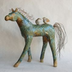 Michelle MacKenzie – Horse Dusty Miller Ceramic horse sculpture with birds and copper mane and tail Ceramic Animals, Ceramic Art, Ceramic Sculpture Figurative, Sculptures Céramiques, Into The Fire, Horse Sculpture, Clay Figures, Equine Art, Horse Art