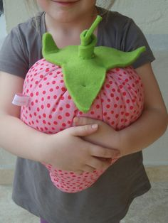 strawberry pillow - visit TANA PER TUTTI on facebook