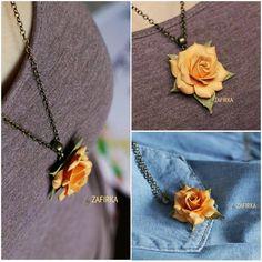 «Еще остался такой #кулон с розой . Длина цепочки 60 см. #вналичии #екатеринбург #подвеска #подарок #оранжевый #тепло #осень #бабьелето #роза #цветок…»