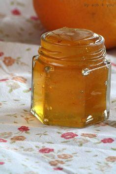 Gelée d'orange au gingembre et au rhum Ingrédients (pour 6 pots de 400 g) 2 kg de grosses oranges bio 2 citrons 1,8 kg de sucre 1 morceau de gingembre de 80 g 10 cl de rhum vieux