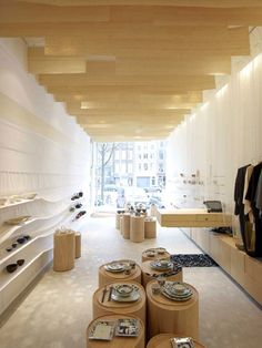 Located in the old town of Amsterdam, this shop named Japanse Winkeltje (shop-Dutch) has been re-designed by Nezu Aymo Architects, a Japanese-Danish office based in Amsterdam.
