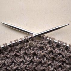 Has visto el nuevo tutorial para aprender a tejer Punto Estrella? Tienes toda la info en nuestro blog :) Esta es nuestra propuesta tejeril para esta tarde de domingo. #pearlknitter #1puntonuevocadasemana #puntoclubsocial #knittersofinstagram #wool #handknitted #knitter #knitting #tejemosjuntas #tejermásymejor Knitting Stitches, Knitting Patterns, Crochet Patterns, Knitting Tutorials, Crochet Scarves, Knit Crochet, Home Crafts, Diy And Crafts, Hair Accessories