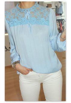 15,90€ <3 Pça únia  Blusa com aplicação de renda no peito azul - 15,90€ Disponível no tamanho L #dresses #necklaces #womenbag #bag #blouses #dailysale #sale