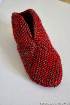 VERA E SUAS MANUALIDADES-Veraxangai: PANTUFAS COM QUADRADO PERFEITO EM TRICO Knitting Socks, Knitting Stitches, Knitting Patterns, Crochet Patterns, Free Crochet, Knit Crochet, Knitted Slippers, How To Purl Knit, Crochet Shoes