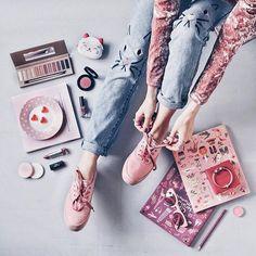 @coolflatlays ✨ jeans de gatinho e keds rosinha!
