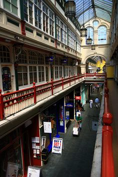 Castle Arcade, Cardiff, Wales. The Castle Arcade is a shopping arcade in Cardiff, South Wales. Started in 1887, it runs south from opposite Cardiff Castle, and then turns east to exit on the High Street, north of St Mary's Street, in the Castle Quarter.
